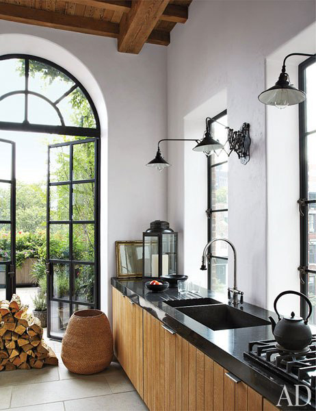 Arched Windows in Alfredo Paredes and Brad Goldfarb's New York Apartment Kitchen